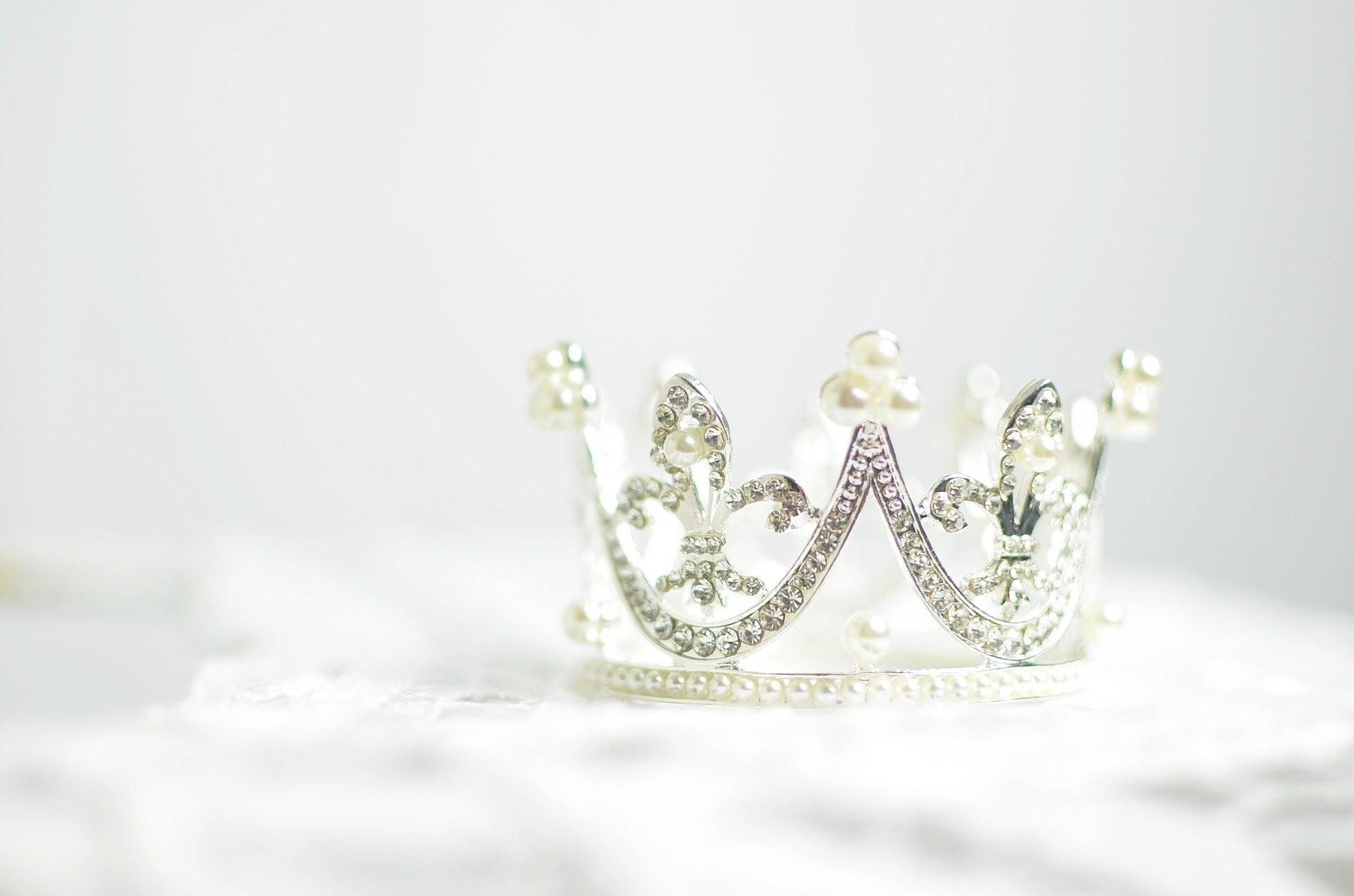 ダイヤモンドを使った王冠