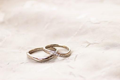 うねりのある結婚指輪