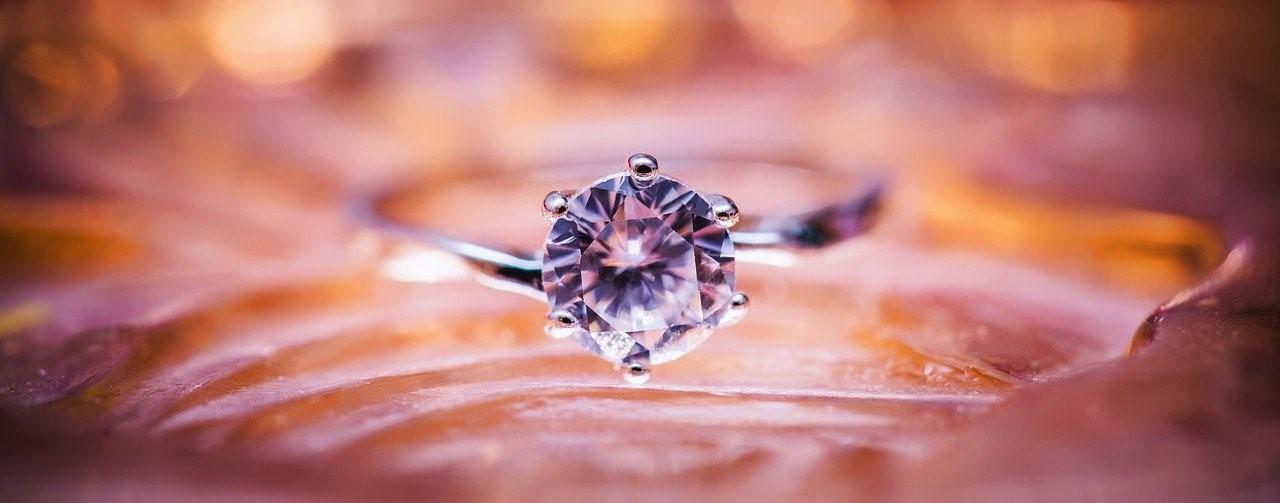 大きな一粒ダイヤモンド