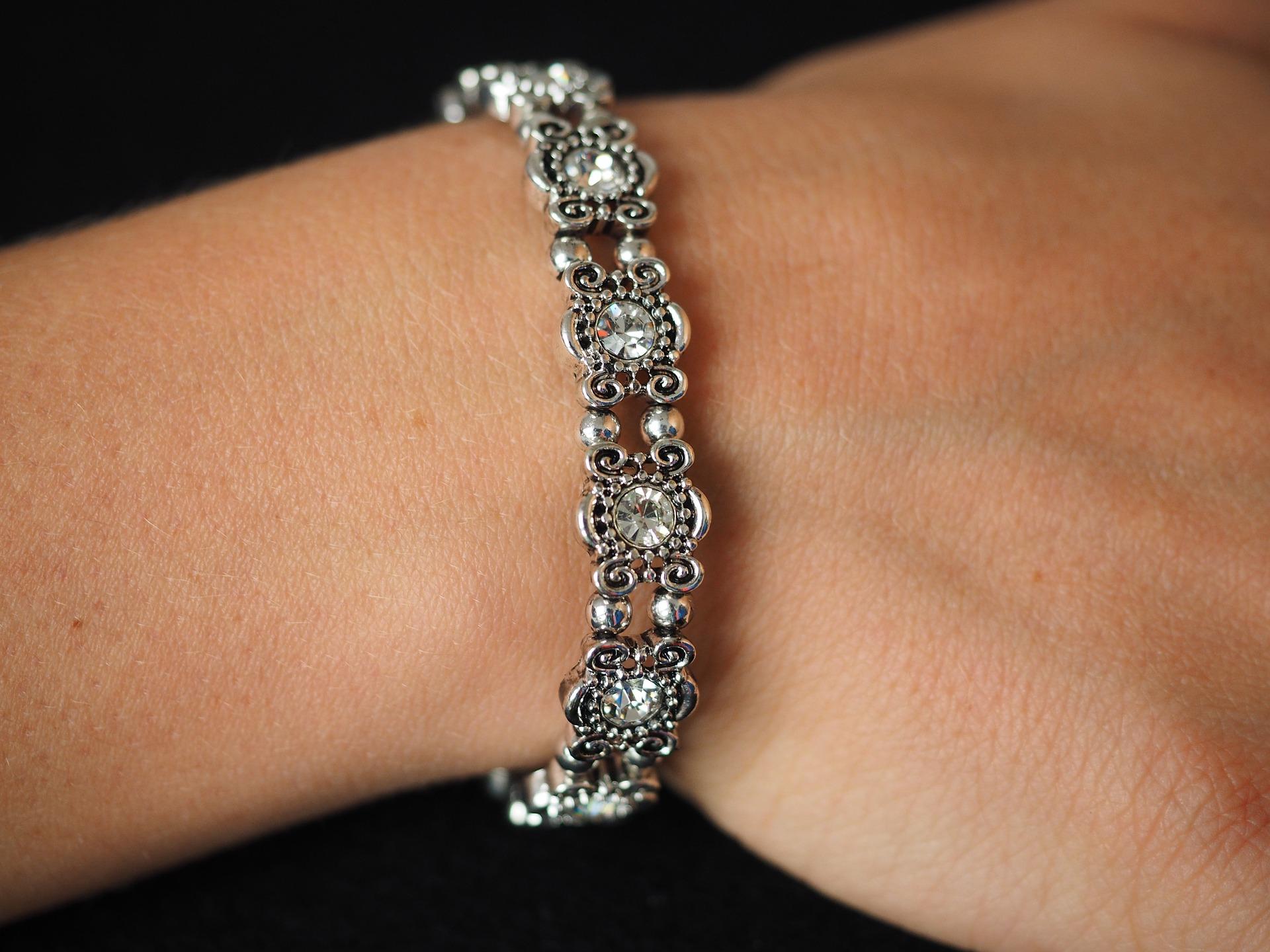 ダイヤモンドが輝くブレスレット