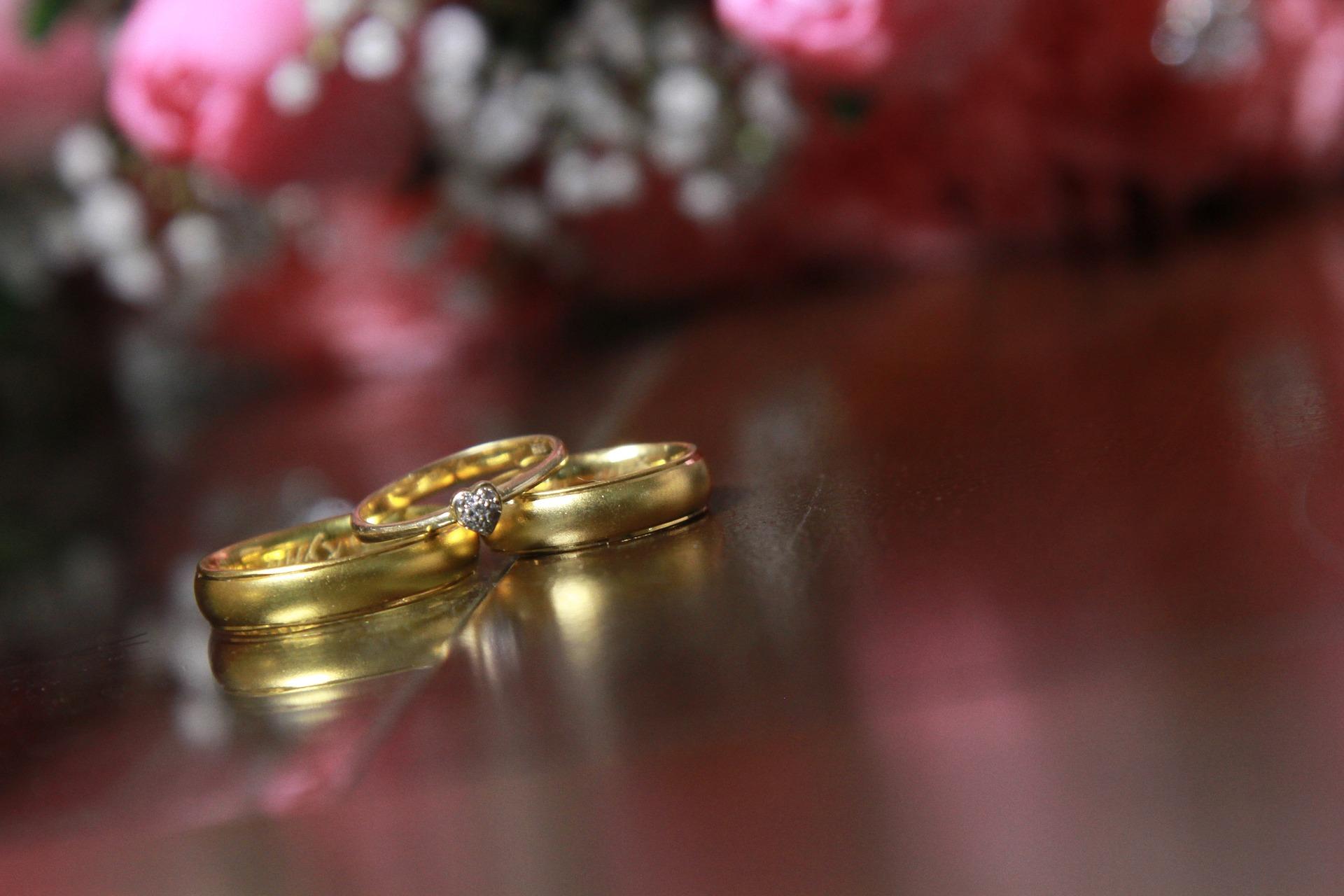 3本のゴールドの指輪