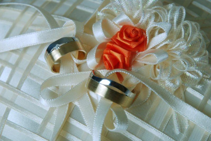 金とプラチナの結婚指輪